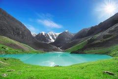 O lago bonito da montanha Imagem de Stock Royalty Free