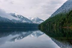 O lago Chilliwack no parque provincial do lago Chilliwack imagens de stock royalty free