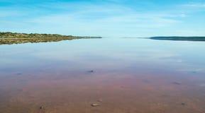 O lago cor-de-rosa lagoon de Hutt imagens de stock