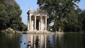 O lago da casa de campo Borghese, o templo de Aesculapius video estoque