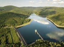 O lago da represa de Obernau em Siegerland, Alemanha fotos de stock royalty free