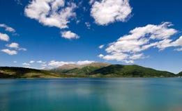 O lago de Campotosto - L'Aquila imagens de stock royalty free