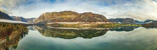 O lago do espelho fotografia de stock