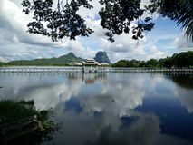 O lago do espelho Fotografia de Stock Royalty Free