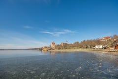 O lago doce em Saxony-Anhalt em Alemanha com o castelo entronizado de Seeburg foto de stock royalty free