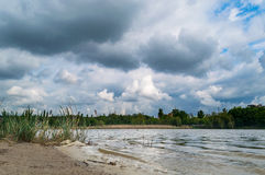 O lago e as nuvens Foto de Stock Royalty Free