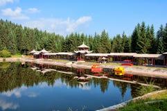 O lago e o pavilhão Foto de Stock Royalty Free