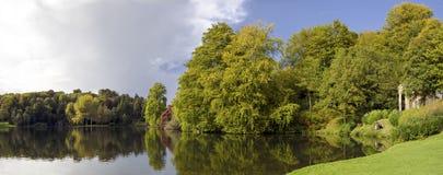 O lago em Stourhead imagem de stock royalty free