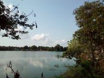 O lago em uma vila fotos de stock