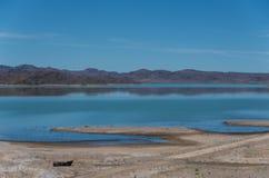 O lago formou pelo EL Mansour Eddahbi Barrage perto de Ouarzazat Fotografia de Stock Royalty Free
