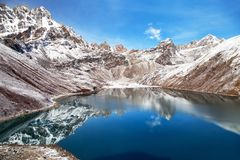 O lago Gokyo do pokhari de Dudh e Phari Lapche repicam Fotos de Stock Royalty Free