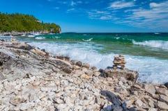 O Lago Huron em Bruce Peninsula National Park, Ontário, Canadá foto de stock