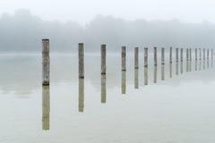 O lago Kuhsee na névoa em Augsburg Imagens de Stock Royalty Free