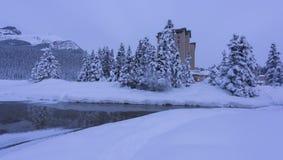 O lago Louise Hotel chateau de Fairmont fotografia de stock royalty free
