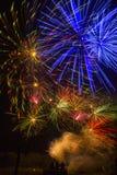 O lago Madison e a cidade de Madison, South Dakota comemoram 4o julho com fogos-de-artifício Fotos de Stock