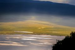 O lago Magadi, igualmente chamou Makat, centro da área da conservação da cratera de Ngorongoro em Tanzânia fotos de stock royalty free