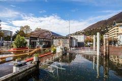 O lago Maggiore transborda em Locarno Foto de Stock
