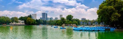 O lago no parque de Chapultepec em Cidade do México foto de stock