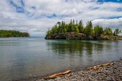 O Lago Superior, ilha do ellingson, farol rachado da rocha Fotografia de Stock