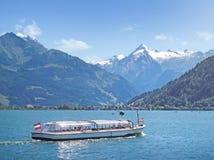 O lago Zell com Kitzsteinhorn, Zell am vê, Áustria Fotografia de Stock