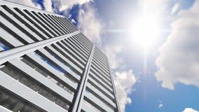 O lapso de tempo alto do prédio de escritórios da elevação nubla-se o fundo vídeos de arquivo