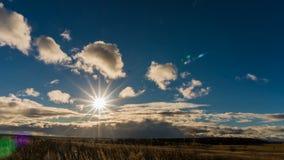 O lapso de tempo nubla-se no por do sol, 4k filme