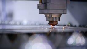 O laser automatizado da solda da máquina cortou o close up filme