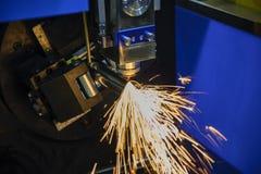 O laser da fibra do CNC cortou o corte de máquina o pipr inoxidável fotografia de stock