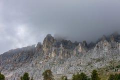 O Latemar, uma montanha famosa nas dolomites, Tirol sul, Trentino, Itália fotografia de stock