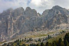 O Latemar, uma montanha famosa nas dolomites, Tirol sul, Trentino, Itália imagem de stock royalty free