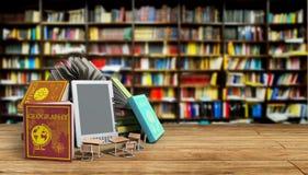 O leitor Books de EBook e o fundo 3d da biblioteca da tabuleta rendem Succ Imagens de Stock