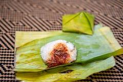 O lemak de Nasi é um prato perfumado malaio do arroz cozinhado no leite de coco e na folha pandan ou da banana imagens de stock royalty free