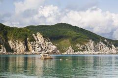 O leste distante de Rússia. A costa do mar japonês Imagem de Stock Royalty Free