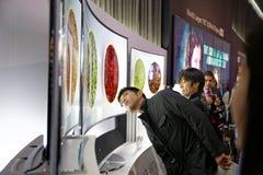 O LG 4K curvou a exposição CES 2014 de OLED fotografia de stock