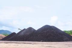 O lignite em massa apronta-se para ser energia imagens de stock royalty free