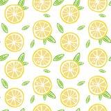 O limão do fruto com verde sae em uma emenda branca do teste padrão do fundo Imagens de Stock