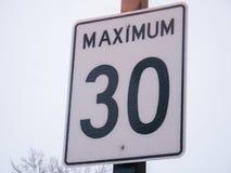 O limite de velocidade 30 assina dentro Montreal, Canadá Fotos de Stock