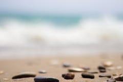 O litoral com pedras Imagem de Stock Royalty Free