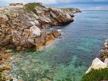 O litoral rochoso de Baleal, Portugal fotos de stock