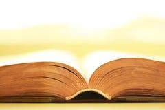 O livro aberto Imagens de Stock Royalty Free