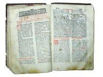 O livro aberto religioso velho envelhecido isolou-se Fotos de Stock