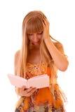 O livro de leitura da mulher nova isolou-se Imagens de Stock