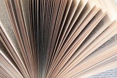 O livro ventilado pagina o close up Imagem de Stock