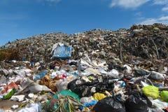 O lixo da montanha é enviado das áreas urbanas e industriais Imagens de Stock Royalty Free