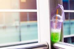 O lixo plástico do copo está ligada desperdício de beber foto de stock royalty free