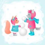 O lobo e o esquilo esculpem um boneco de neve em uma ilustração do vetor da floresta Aperfeiçoe para cartões do projeto, imprimin Foto de Stock Royalty Free