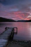O Loch ganha em fillans de Saint com cais e costa Fotos de Stock