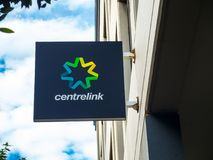 O logotipo da imagem de Centrelink, é um departamento do programa humano do mestre dos serviços do governo australiano fotografia de stock