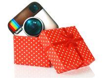 O logotipo de Instagram pôs na caixa atual foto de stock