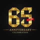 65.o logotipo de la celebración de los años del aniversario Número del oro de la cinta del logotipo y cinta roja en fondo negro Libre Illustration